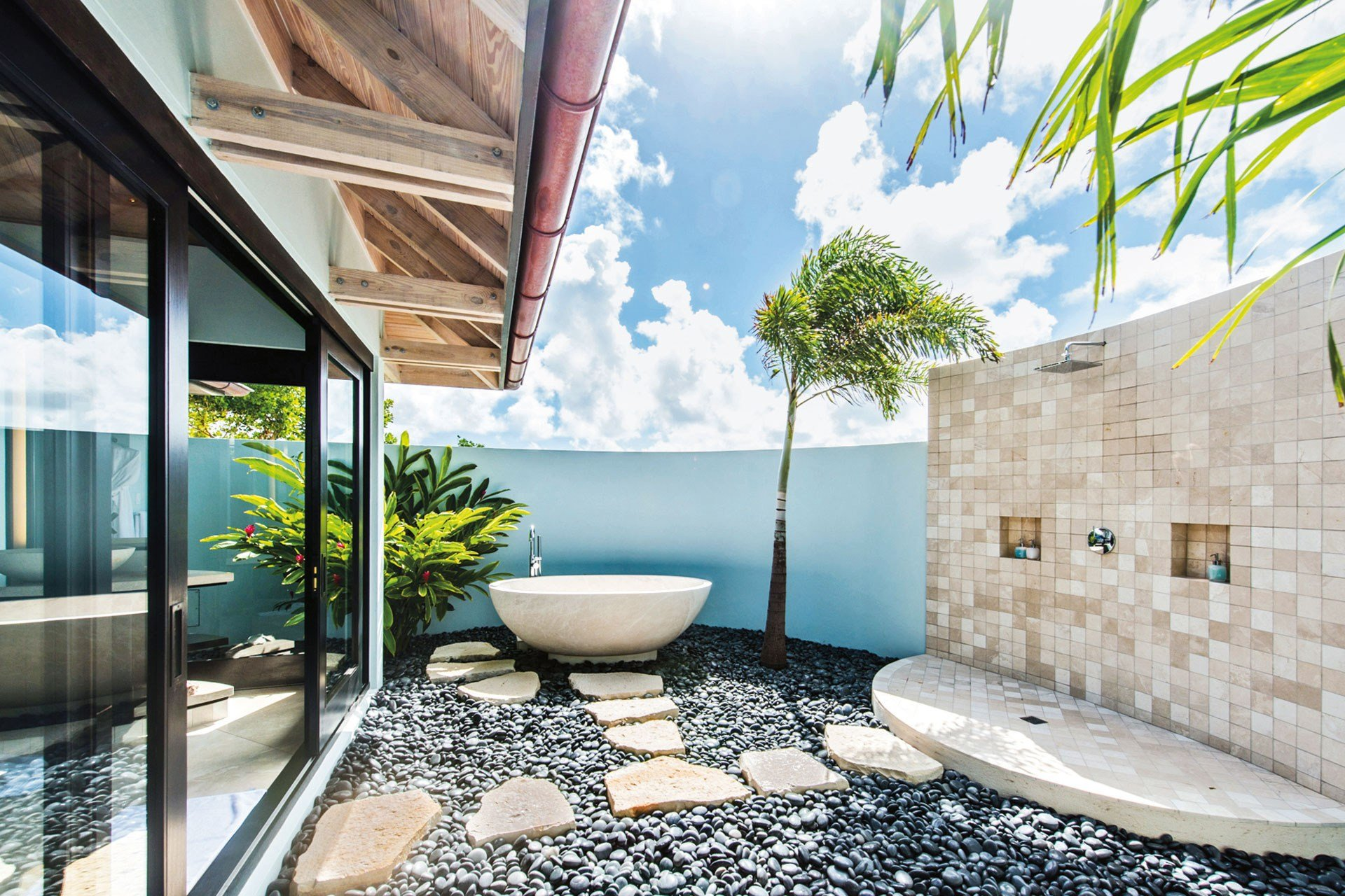 20 amazing outdoor bathroom ideas for Home design ideas outside